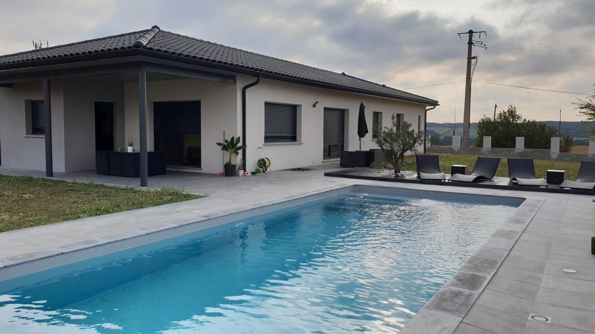 Villa avec pool-house et piscine à Menville