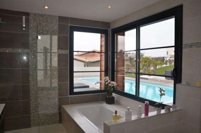 Villa contemporaine BBC : salle de bain maison bbc contemporaine ecole boulle