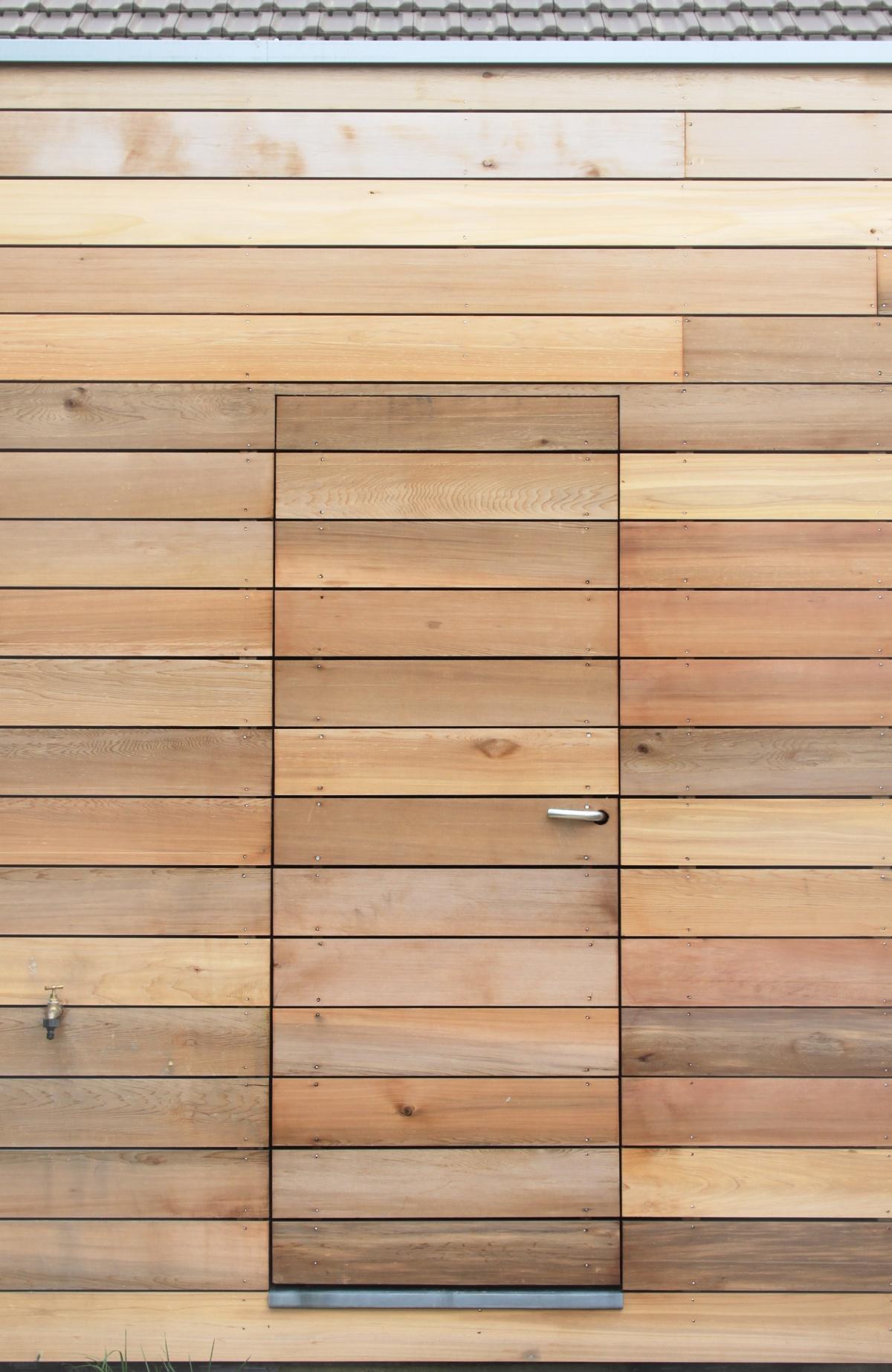 Maison M (rénovation et extension) : porte bardée